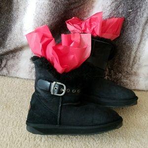 BLACK EMU BOOTS SIZE 6